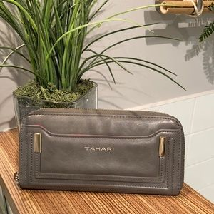 TAHARI Faux leather wallet gray